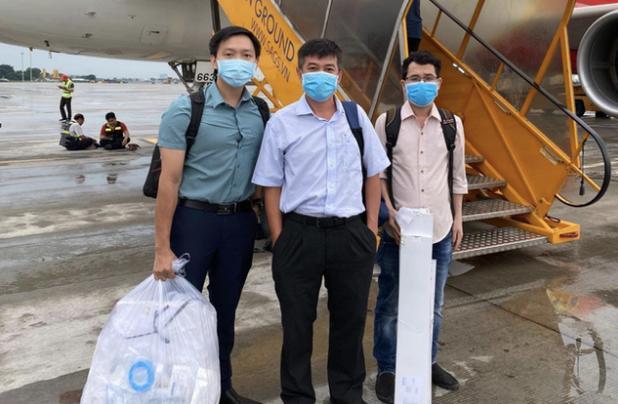 Các nhân viên y tế BV Chợ Rẫy lên đường đi Đà Nẵng.